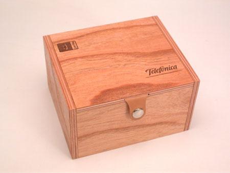 caja con cierre de cuero