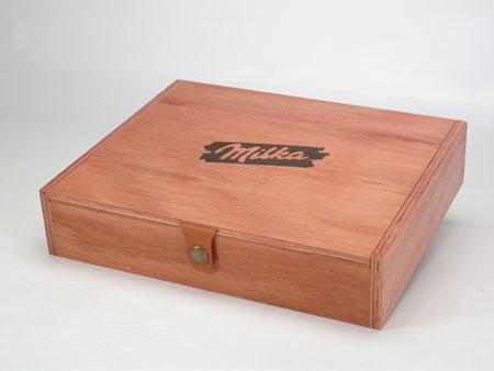 caja con tapa rebatible