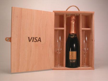 caja para champagne y dos copas con cierre de cuero